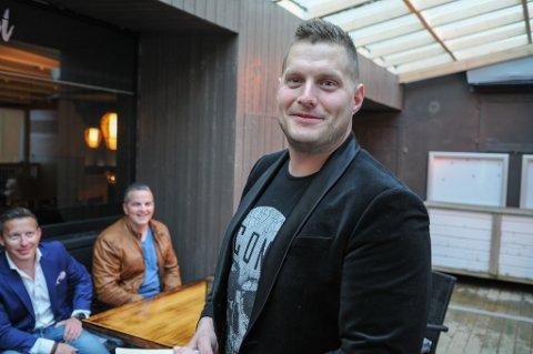 KLAR FOR ÅPNING: Kristoffer Risvaag er klar for å åpne Niri Sjøsiden fredag. Foto: Trond Ivar Lunga