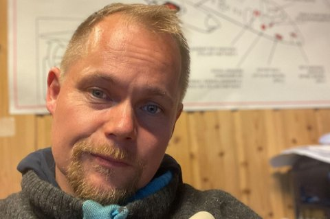 VARSLET STATSFORVALTEREN: Hans Johnny Brattfjord valgte å varsle Statsforvalteren i Troms og Finnmark etter at operasjonen ble utsatt flere ganger. - Nerveskader er vanskelig å reparere, sier han.