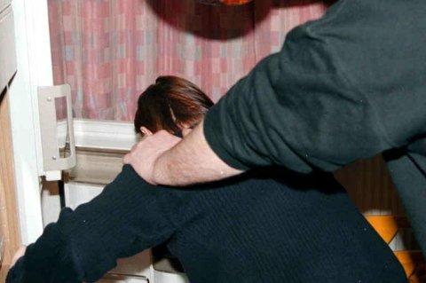 VOLD: En kvinne og mann skal ha blitt slått og mishandlet i Harstad. Nå skal saken opp for retten. Illustrasjonsfoto.