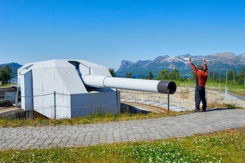 Adolfkanonen på Trondenes skal vedlikeholdes. Andre kanoner og utstyr skal forfalle.