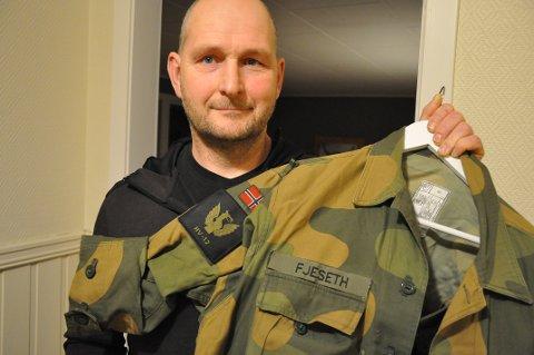 STOLT LØYTNANT:  – For å vise hva Heimevernet betyr for meg og landet mitt, stiller jeg mer enn gjerne i uniform på min sivile arbeidsplass, sier Ole Kristian Fjeseth fra Okkenhaug, løytnant i Levanger og Verdal HV-område.