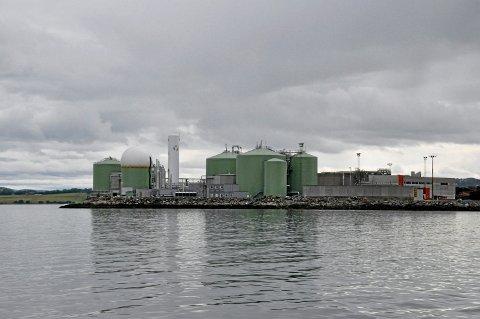 MER BIOGASS: Svenske Scandinavian Biogas Fuels International AB investerer nå 170 millioner kroner i utvidelse Biokrafts fabrikk for flytende biogass på Skogn. Administrerende direktør Håvard Wollan i Biokraft AS opplyser at dette er det første av to byggetrinn som skal fordoble kapasiteten på fabrikken ytterst på Fiborgtangen.
