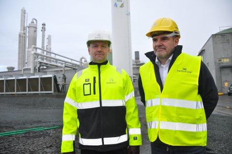 – VIKTIG MILEPÆL:  – Dette er en viktig milepæl for Biokraft. Nå er vi et børsnotert ledende skandinavisk industriselskap, og forsterker vår posisjon som verdensledende på produksjon av flytende biogass, sier administrerende direktør Håvard Wollan (t.v.) i Biokraft, her sammen med konsernsjef Ståle Gjersvold, fra en av eierne bak selskapet, Trønderenergi.