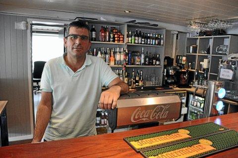 KJÆRKOMMEN HJELP: – For Orion Restaurant AS er kompensasjonspengene fra staten er kjærkommen hjelp til å kunne betale husleie og fastutgifter, sier daglig leder Mahmut Eken.