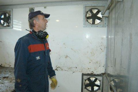 OPPLØSES: Foretaket Asbjørn Granli Transport AS meldes oppløst. Her er Asbjørn Granli ine i en av sine slaktebiler for å sjekke at ventileringen er god.