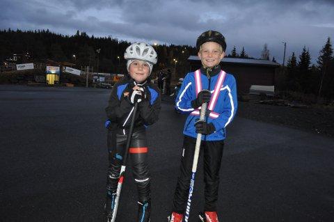 TAPER IKKE SKIRENN: Lavrans Dretvik og Aksel Farbu er ikke gutter som taper skirenn. De  synes at det er veldig artig å gå på ski, siden det går veldig fort.
