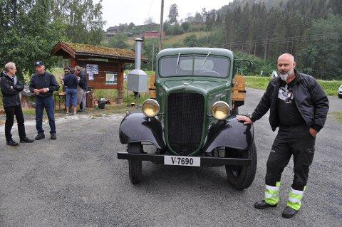 CHEVROLET SIX 1935: Rune Dahl er eier av Mosviks første bil. Siden har det kommet mange.