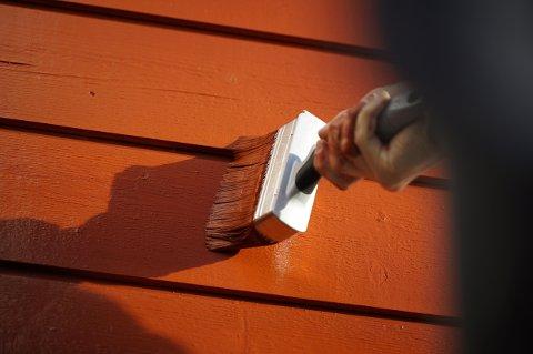 HØSTMALING:Når du skal male huset om høsten, er det flere ting du bør være ekstra obs på.