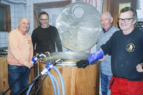 HOBBY BLIR BEDRIFT: Den første 400-liters ladningen, en lys belgisk ale, ble kokt denne uka og kommer på markedet på nyåret. Knut Gjerstad (fra venstre), Erik Karlsen Eid, Anders Andersen og Even Gustav Eid gleder seg.