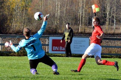 Her scorer Frode Marki men assistentdommer vinker for offside. Den var tvilsom.