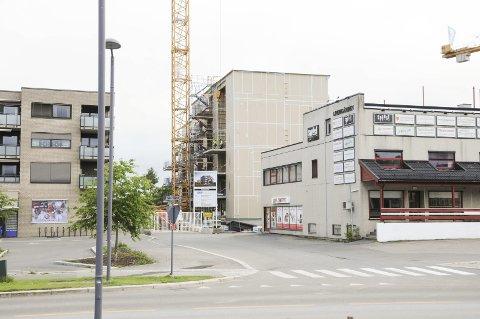 Tar form: Byggingen av Linjekvartalet på Sørumsand er i full gang. I mai/juni neste år skal blokkene stå ferdig.Begge foto: Anita Jacobsen