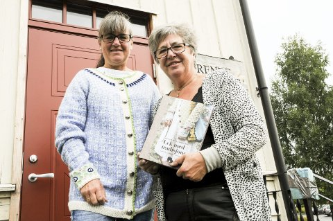 Få inspirasjon: Solveig Sveistrup (t.v.) og Marit Østby Kjensjord i Grende Husflidslag håper mange tar turen til strikkekafé.