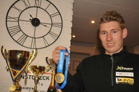 GIVERGLEDE: Kjetil Gundersen var nådeløs mot konkurrentene da han vant Gotland Grand National i enduro. Men et varmt giverhjerte i etterhånd har ført til at han nå har donert prispengene til kreftsyke barn. Foto: Øivind Eriksen