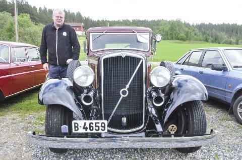 UNIK: Denne Volvo PV 659 1935-modellen er et sjeldent klenodium. Bilen er ifølge eier Øystein Jovall fra Marker den eneste med skilter i verden. I tillegg skal det finnes fire til som ikke er oppe og går. Alle foto: Øivind Eriksen