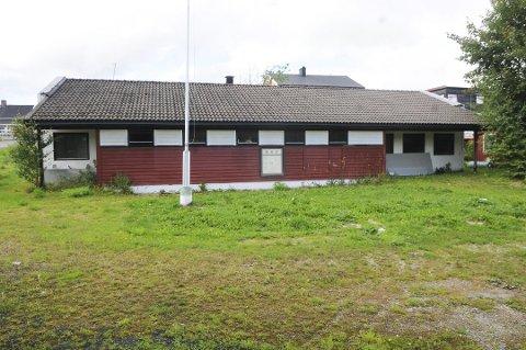 Skal pusses opp: Klubbhuset på fotballanlegget Bjørkelunden har fått nye eiere.