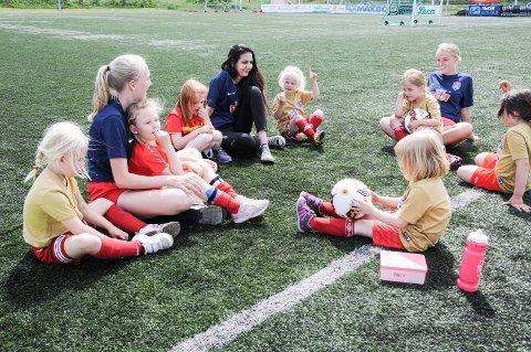 God stemning: Det er god stemning når Sørumsand Idrettsforening arrangerer fotballskole.