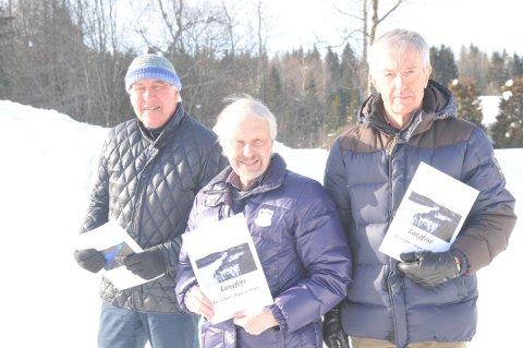 RUTINERT TRIO: Terje Olberg (t.v.), Øivind Eriksen og Halvard Moe står bak HIULs hefte om Langfoss. FOTO: PRIVAT