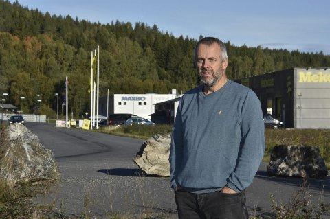 NY VEI: Styreleder Simen Solbakken i Aurskog-Høland Utbyggingsselskap AS ser fram til en bedre veiløsning i Bjørkelangen Næringspark på Bliksrud. Foto: Øyvind Henningsen