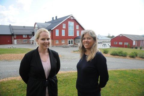 Fornøyde: Booking- og arrangementsansvarlig Elisabeth Hågensen (t.v.) og innehaver Stine Kirkeby i Smakfulle Rom kan se tilbake på et godt fjorår.