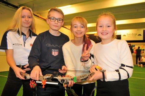 REKRUTTERING: En trio av de yngste iklubben; Fra v. Rebecca Haugen, Lukas Sira, Leah Sira og Pernille Mangen. Foto: Øivind Eriksen