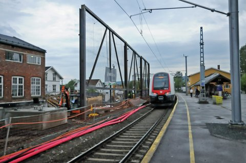ÅPNER IGJEN: Til helgen vil togene til og fra Sørumsand stasjon gå som normalt.