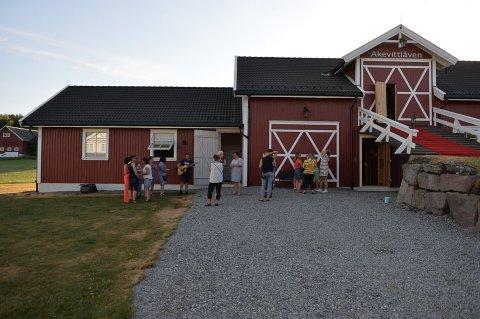 Ikke brannsikker: Akevittlåven på Løken er stengt med øyeblikkelig virkning. Bildet er fra et tidligere arrangement.