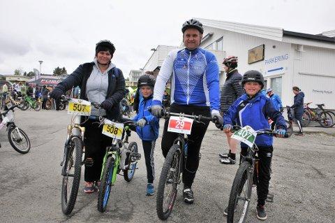 Hele familien Fossbråten stilte til start. Mamma Stine Vangen fra v., Magnus Vangen Fossbråten, Ole-Martin Fossbråten og Oscar Vangen Fossbråten.