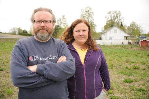 I strid med utbygger: Ekteparet Nils og Marianne Saugen blir ikke enige med utbygger Boligpartner om en salgssum for eiendommen. Nå trues ekteparet med ekspropriasjon.