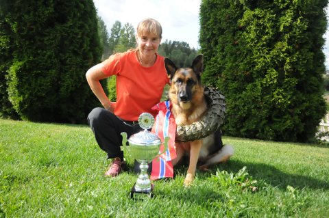 Vinnende duo: Hanne Brubak og hunden Justi