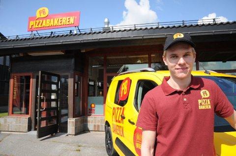 TRENGER FOLK: Daglig leder på Pizzabakeren søker etter medarbeidere etter at åpningsmåneden gikk over all forventning.