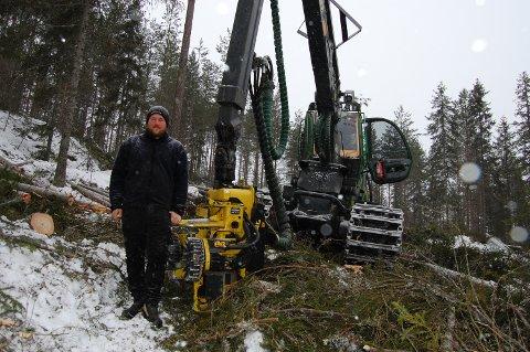 DRØMMESTART PÅ ÅRET: Ukene for skogbruket har vært optimale siden nyttårsskiftet. – Det trengte vi etter en elendig høst, sier Kristoffer Mjåland som sammen med Tom Roger Nordby startet opp som skogsentreprenører i fjor vår.