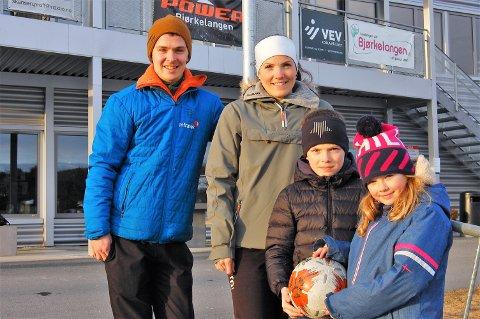 SAMLER, forener og gir et bredt tilbud: Idrettslagene er viktige brikker i samfunnet. I Aurskog-Høland er over 10.000 registrert som medlem av et eller flere lag. Familien Bevan, Karl-Frederik, samboer Linn Therese og barna Mina Celine og Elias på åtte og ti år, er medlemmer av to av lag i Aurskog-Høland: BSF og Mangenfjellet turlag.