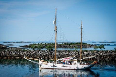 SOMMERTURNÉ: Sommerbåten avslutter seilasen i Sandnessjøen etter at de startet ferden i Tromsø i juni.