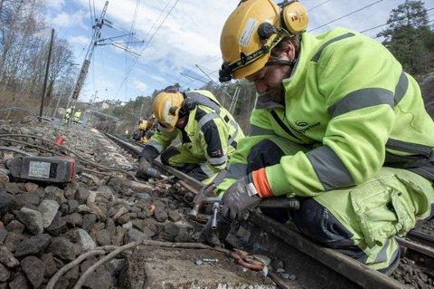 ARBEID I SPORET: 17. og 18. oktober blir dte jobbin i jernbanesporet og deler av Jærbanen vil bli stengt.