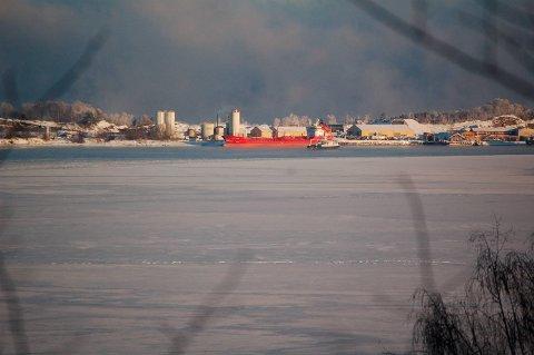 Det oppstod et teknisk uhell med en tankbil som losset flyveaske ved NOAHs behandlingsanlegg på Langøya onsdag morgen.