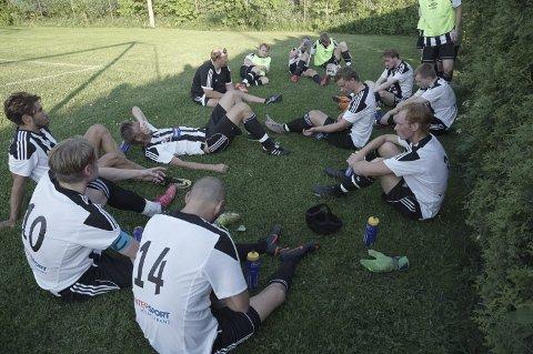 Oppgitte spillere: HIF tapte 1–2 for bunnlaget Åsgårdstrand.alle foto: Trond Sørøy