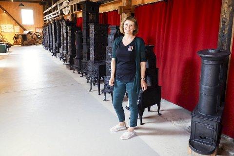 Har planer på gang: Konservator Hilde Woxen Stormark foran noen av de gamle ovnene som er utstilt på museet i Eidsfoss. Nå planlegger Vestfoldmuseene sammen med stiftelsen Eidsfoss Industrihistoriske Samlinger å gi museet et lite løft. ALLE FOTO: SVEIN-IVAR PEDERSEN