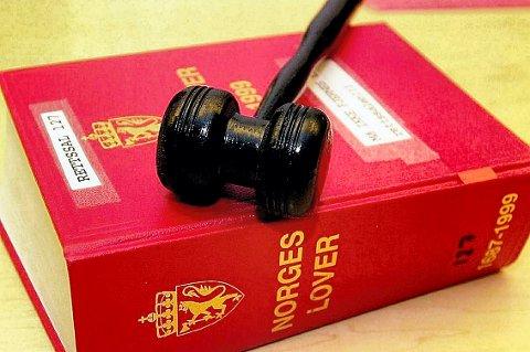 TI LOVBRUDD: Holmestrandingen skal møte i retten i januar.