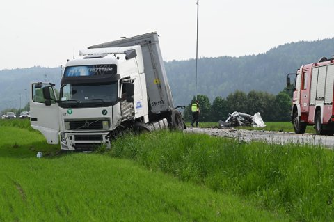Mandag kveld var det en dødsulykke på Gamle Sørlandske i Sande. Den åttende totalt i mai i landet. Foto: Tore Sandberg