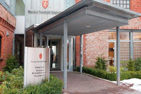 LANG RETTSSAK: Over 12 dager skal saken mot en tidligere politimann behandles her i Horten tinghus.