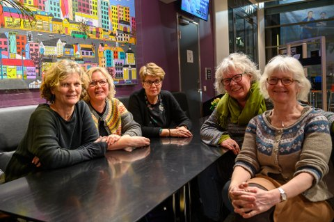 HÅPER PÅ TRØKK: Lise Oppegaard (f.v.), Anne-Grethe Borgen, Ingrid Mundal, Janicke Tombre og Gunn Frisholm håper responsen på Kvinnedagen kan bli enda høyere enn i fjor.