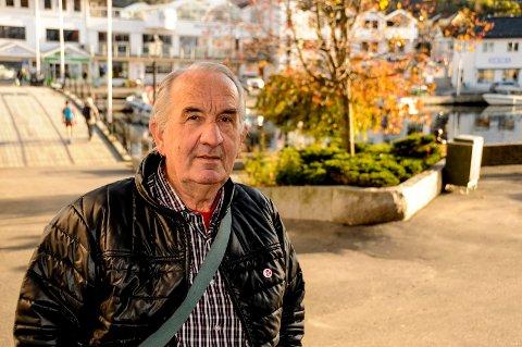 Engasjert: Henry Isnes i sentrum en solrik høstdag.
