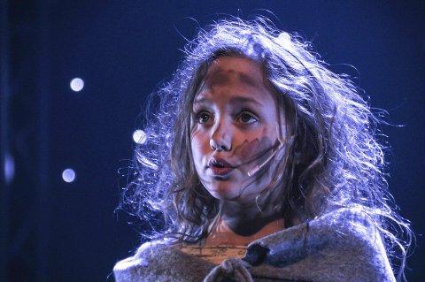 Opplevelse: Åtte år gamle Zoe Loes Barree fikk stormende applaus for framføringen av «Castle on a Cloud» fra musikalen «Les Misérables». Den unge jenta sto alene på scenen og sang så publikum fikk tårer i øynene. Foto: Per Eckholdt
