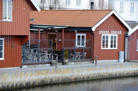 Onkel Oskar må revurdere åpning av restauranten til påske.