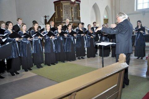 Ubeskrivelig vakkert: Grex Vocalis i Kragerø kirke, dirigert av korets stifter Carl Høgset. Alle foto: Jon Fivelstad
