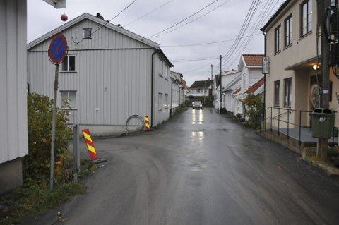 Stenges: Mellom Frelsesarmeen og den tidligere Mylius-tomta på Thomesheia vil veien være helt stengt for all trafikk fra klokka 15.00 i dag til klokka 07.00 fredag morgen.