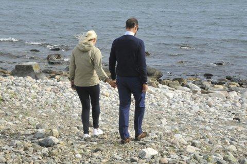 Rullesteinsstranda: Mette-Marit og Haakon besøkte rullesteinsstranda.