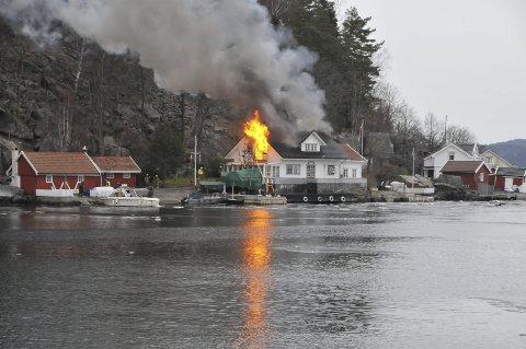 FULL FYR: 18. april i år brant dette bolighuset ned til grunnen. ArkivfOTO: PER ECKHOLDT