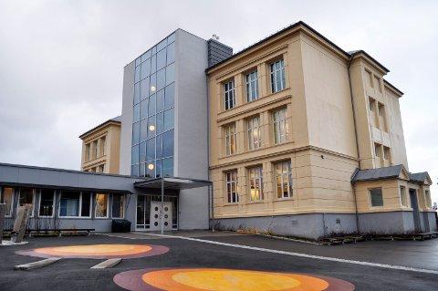 Kragerø skole (bildet) og Helle skole er de eneste lokale skolene hvor det er offentliggjort resultater.