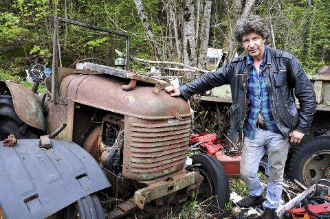 Veterantraktor: – Denne traktoren, en Steyr 57-modell, skal jeg beholde, sier Petter Morten Hegna.foto: ørnulf holen